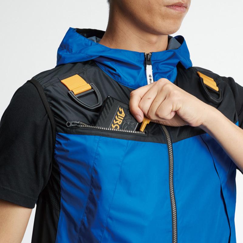 両肩ハーネスフックハンガー(収納可) ※実用新案登録済、バッテリー収納ポケット(右:ファスナー止め・コードホール付き) ※特許取得済、レベルブック収納ポケット