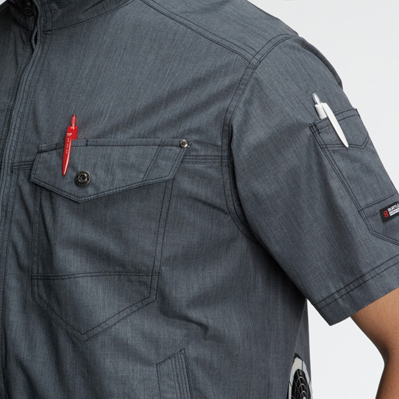 胸ペンさし(左)、袖ペンポケット